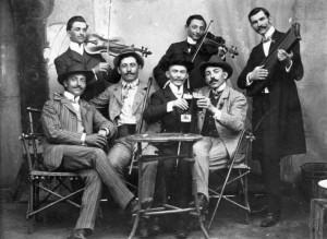 32088-informal_band-toasts